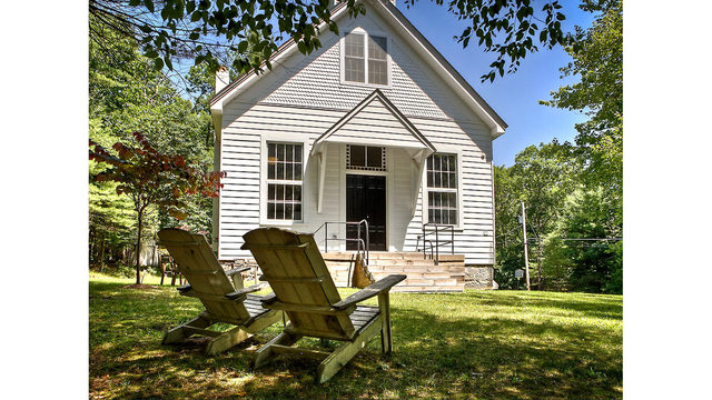 Photos_ A converted one-room schoolhouse Credit_ Photos by Steve Belner via Zillow_245847