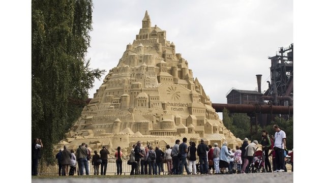 World's highest sandcastle built in German city