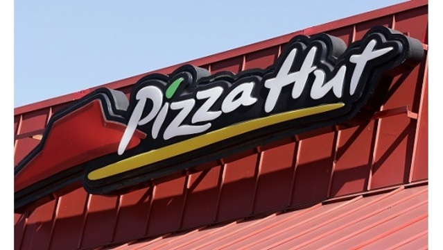 Florida Pizza Hut manager threatens to punish workers evacuating for Irma