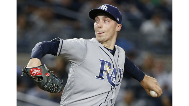Blake Snell fractures toe in bathroom accident, placed on IL