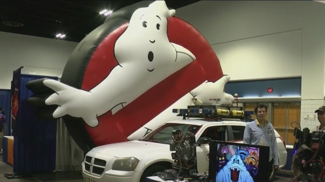 Fans Swarm Into Tampa For Megacon - Tampa convention center car show