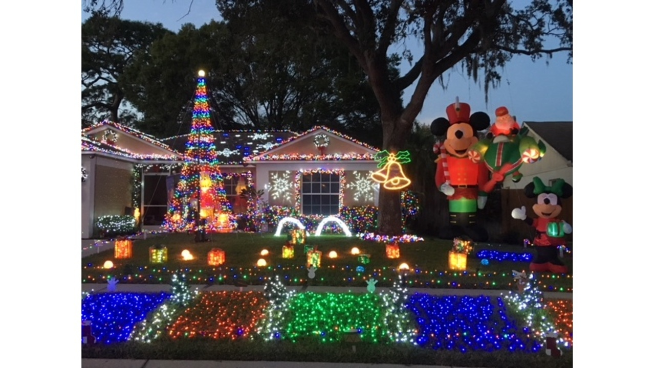 Must see Christmas light decorations at holiday houses in Tampa Bay