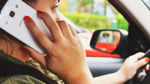 Study: Women are more likely to engage in distracted driving