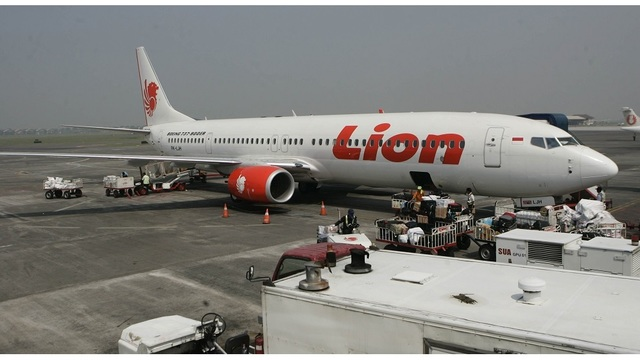 Lion Air flight loses contact, search in Indonesian seas