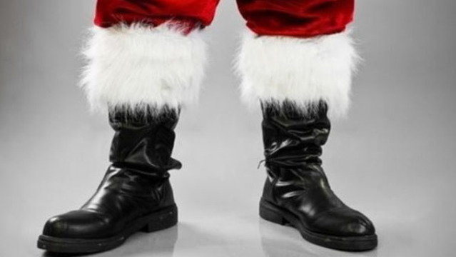 ffbe382f Santa Claus to wear Tampa Bay Lightning gear for photos with kids at local  malls