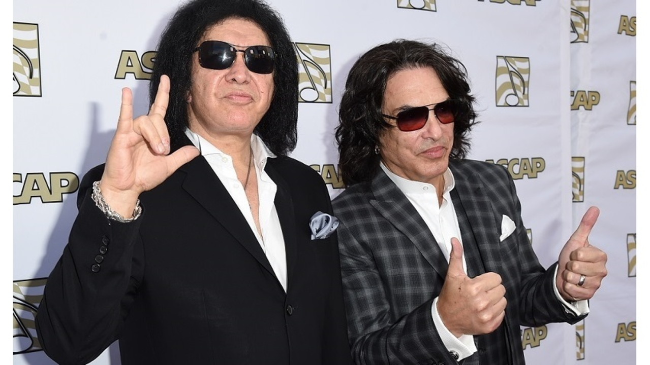 KISS members offer free meals to TSA agents working without pay