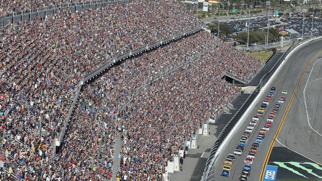 Daytona crowd