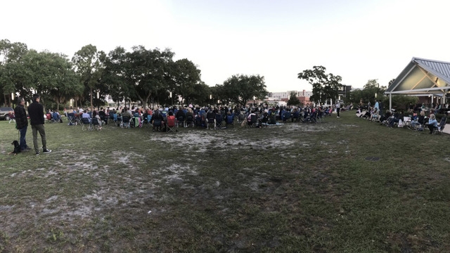 Tampa residents celebrate Easter with sunrise service